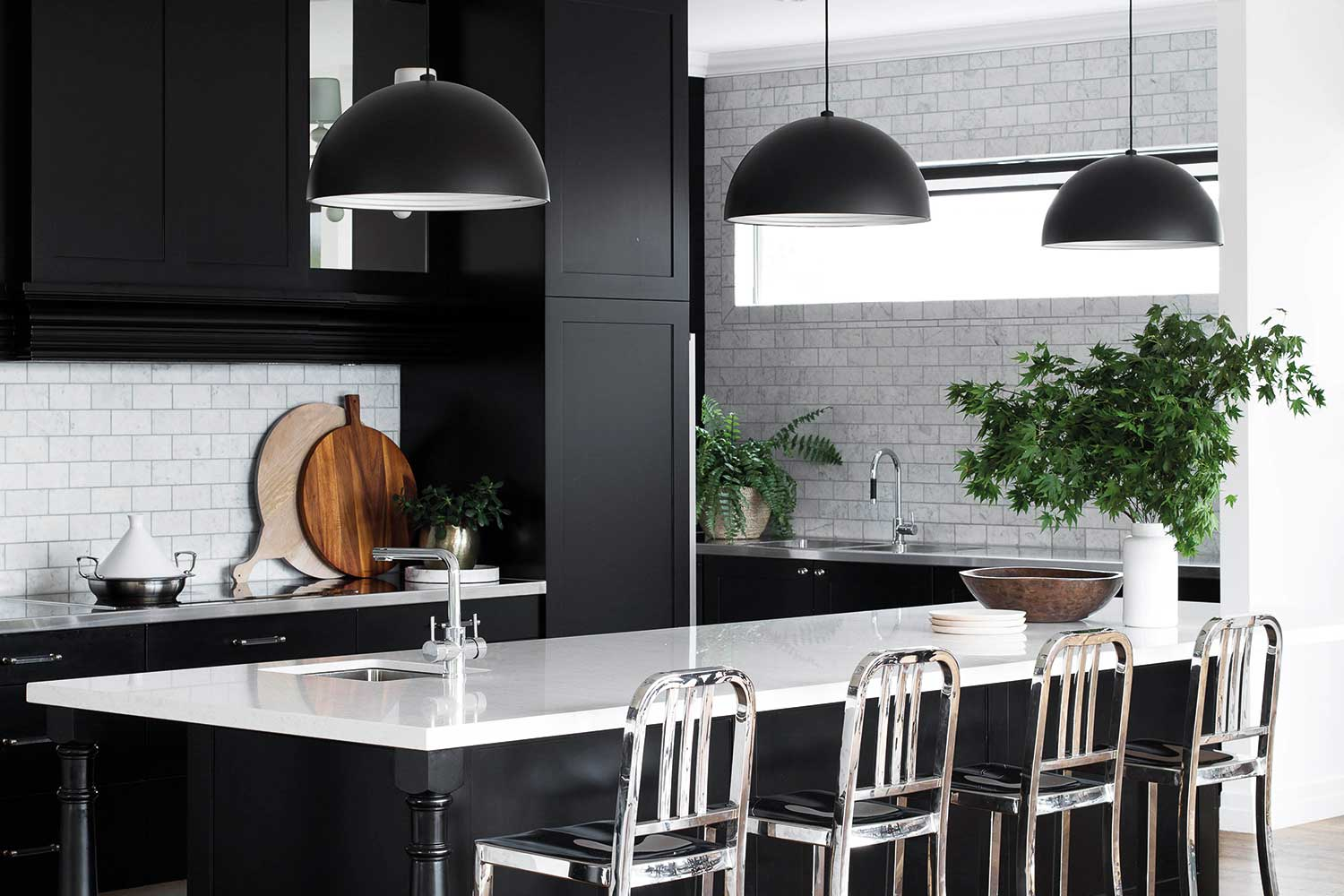awesome-ideas-for-a-black-and-white-kitchen-home-beautiful_kitchen-designs-and-decoration.jpg