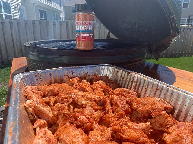 Rocking some wings with @myron.mixon rub on them!!! Always #manmeatbbq on all your BBQ posts.  Dont forget that a new podcast comes out every Thursday at manmeatbbq.com and via iTunes.  Do you wanna support MMB Hit is up on Patreon https://www.patreon.com/manmeatbbq. • • • • •  #food #instafood #bbqcooking #barbecue #bbq #bbqfoodie #myronmixonsmokers #foodie #chicagobbq #wood #fire #firecooking #realbbq #podcast #chef #pitmaster #foodphotos #cookingwithfire