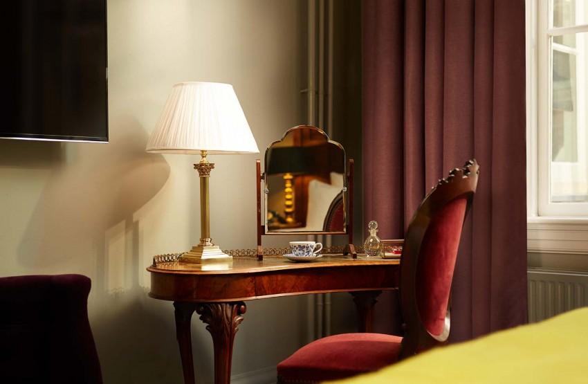 Suites-Antique-Collectors-Desk-2-850x555.jpeg