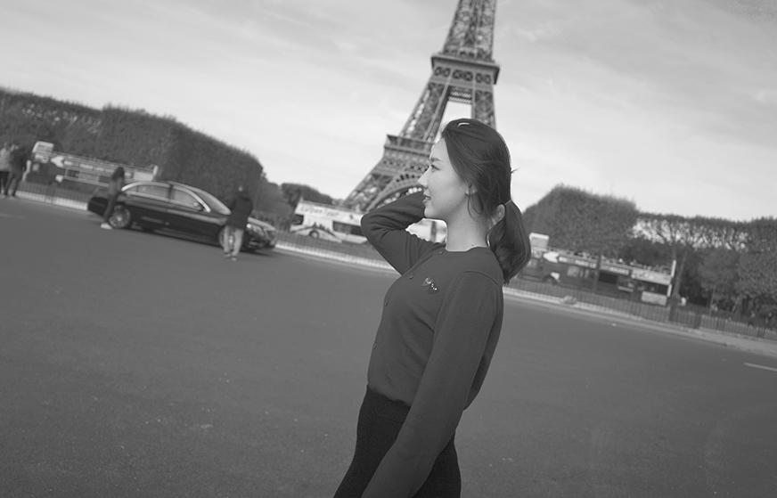Sprazzi_Professional_Portrait_Photo_Paris_Gondry_Resize_18.jpg