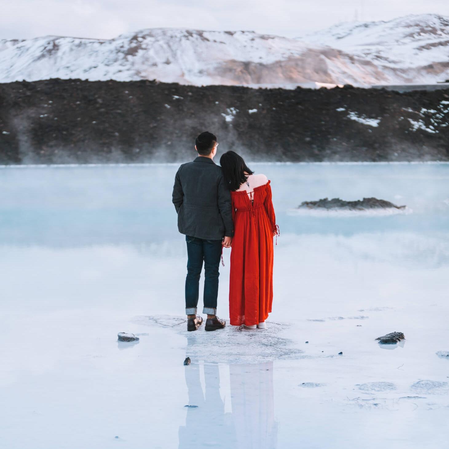 PHOTOSHOOT COURSEChoose 2 preferred places from the following locations:- Kleifarvatn- Gunnuhver-Grindavik-Miðlína-Blue Lagoon - Photo Location: Blue Lagoon
