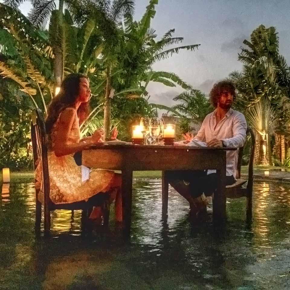 Dinner in the pool