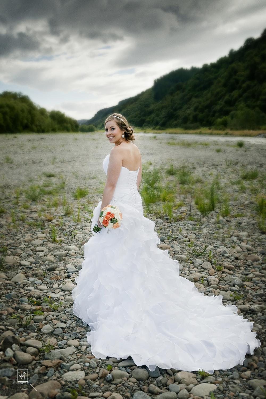 Wedding photos on the river