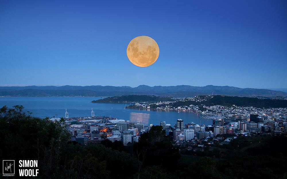 Moon over Wgtn _3SC0774.jpg