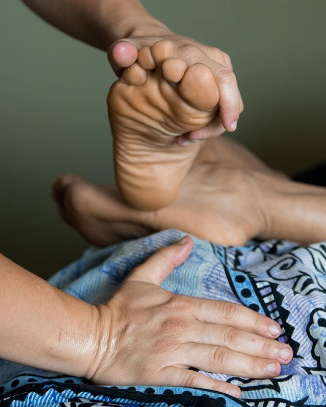 Part of experiencing a great massage is having someone stretch you after you've been wrung out. This is a deep quad stretch and you know that psoas is getting some attention too. #portlandoregon #yogini #portlandmassage #portlandmassagestudio #massageportland #portlandmassagetherapist #portlandmassagetherapy #pdxmassage #portlandwellness #pdxwellness #stretch #massagetherapylife Photo credit @eveparkerphotography