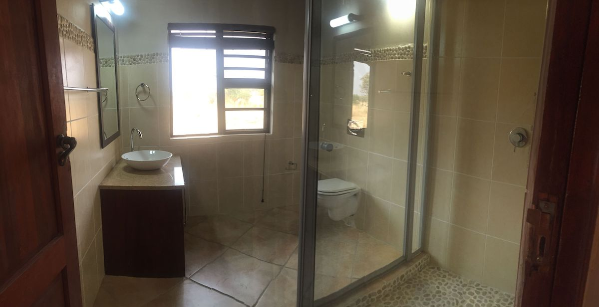 3rd bathroom 4.jpg