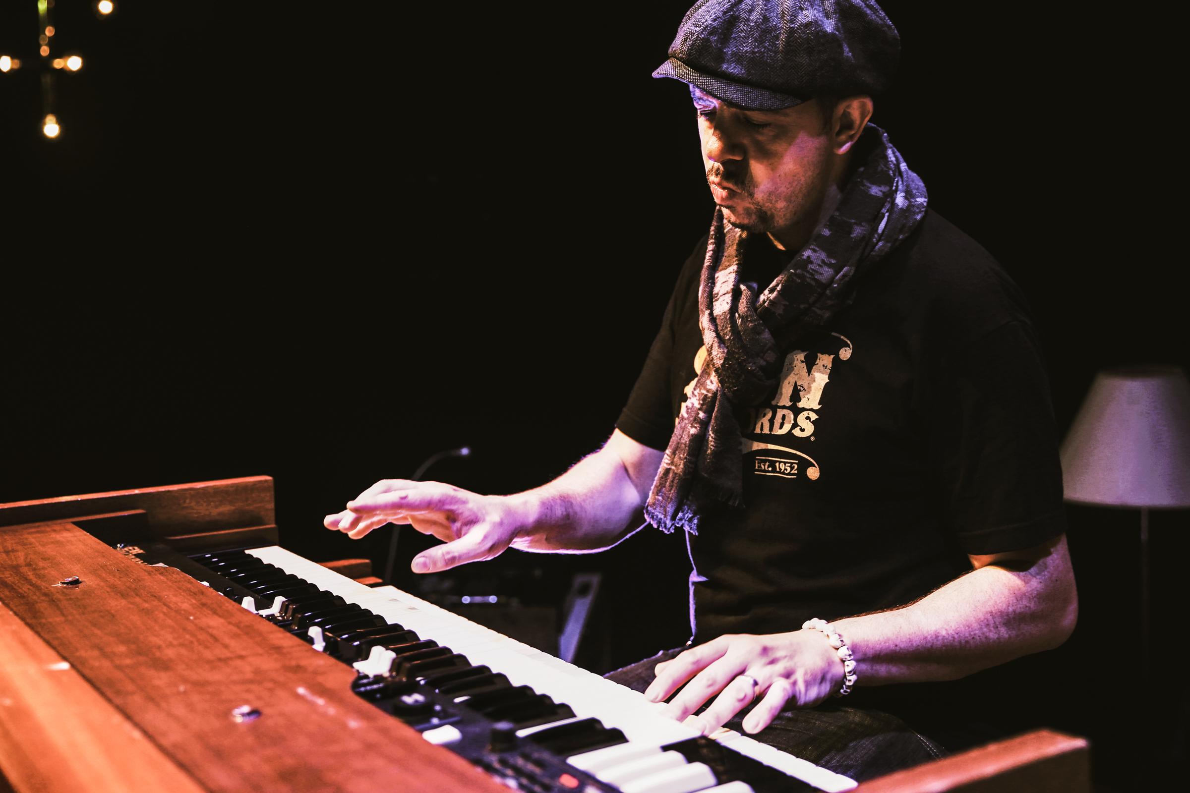 Philippe Kuhn: Hammond Organ and Percussion