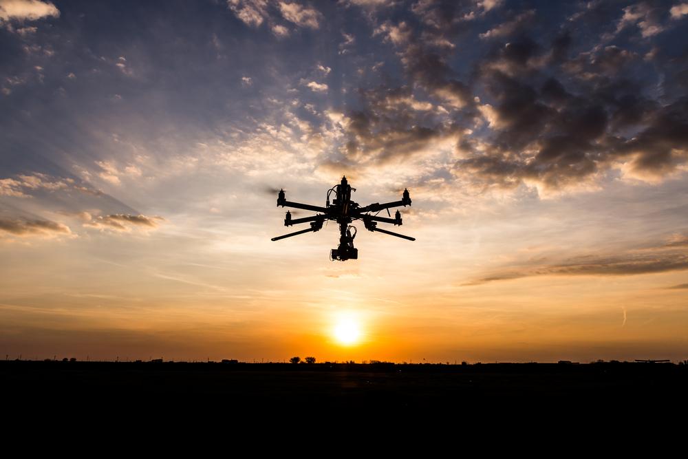 gesofisticeerde droneszijn vaak uitgerust met apparatuur voor nachtzicht, licht- en warmtedetectie en zelfs moderne radartechnologie.