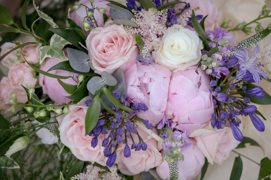 lisa_lucas_photography_rivervale_barn_bridal_flowers-2004.jpg