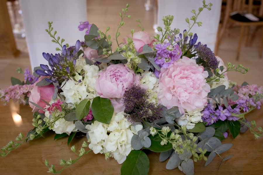 lisa_lucas_photography_rivervale_barn_bridal_flowers-2006.jpg