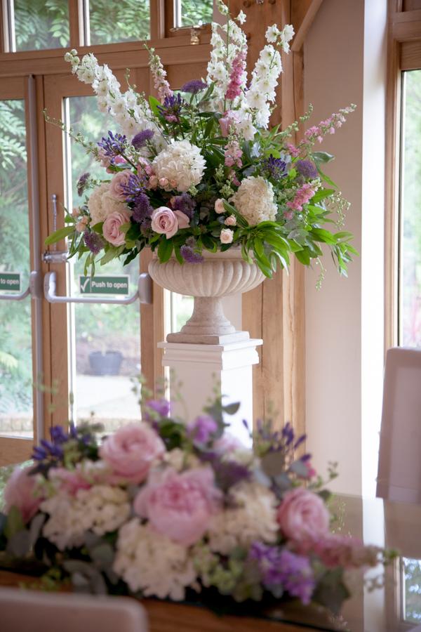 lisa_lucas_photography_rivervale_barn_bridal_flowers-2009.jpg