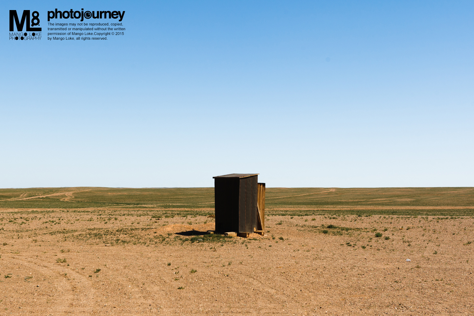 """居家厕所.The Lavatory 蒙古. Mongolia. 2011 CANON1DMKIII 16-35MM F2.8L 1/500 F5.6 ISO100  去过中国旅游的旅客都知道,上厕所是一件多么具挑战性的事情.门都没,就只有一个马桶,少一份勇气也成不了事. 然而,外蒙古却更具挑战性,门倒是有了,却没有马桶,只有两条稍微比脚板大的方板直跨两岸股下哪充满无限惊喜的巨大""""黑洞""""。勇气是必然的,还得要持久平稳的勇气才能成大业啊."""