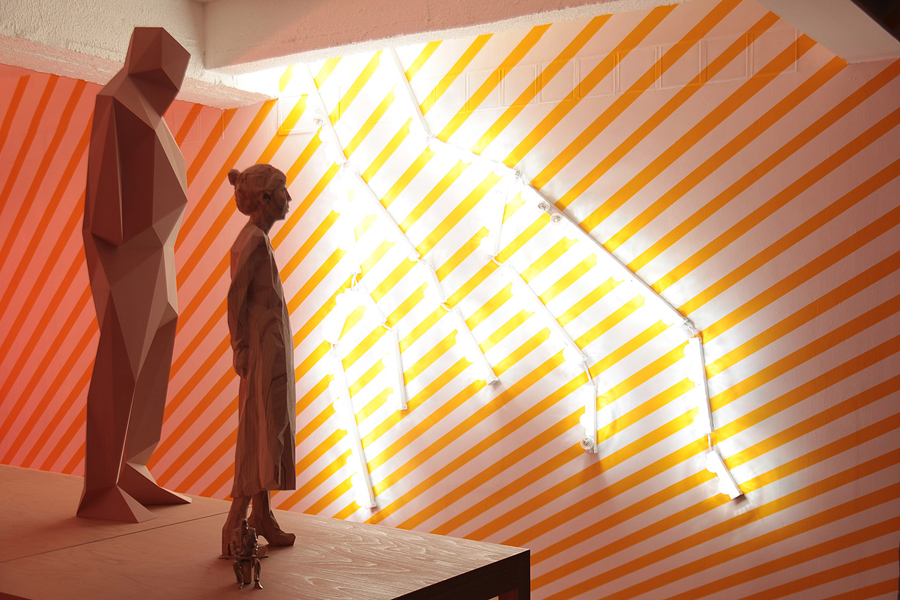 Pierre ARDOUVIN. Eclairs  (lightning bolts) n°5 et n°6, 2009. Lampes flash, cabochons, goulottes PVC  \Flash lights, tailpieces, discharge spouts . 260 x 90 x 10 cm. Courtesy de l'artiste