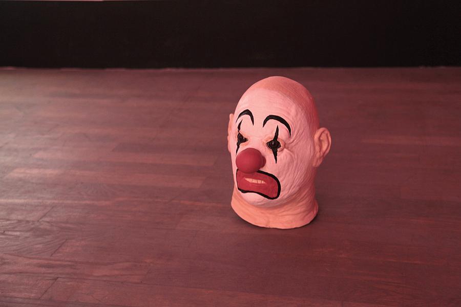 Marnie WEBER. Clown Head (Lucky), 2009-2010. Polystyrène, résine, caoutchouc et acrylique  \Foam, aqua resin, rubber ball, resin, acrylic paint . 30,5 x 23 x 28 cm. Courtesy de l'artiste et Galerie Praz-Delavallade, Paris