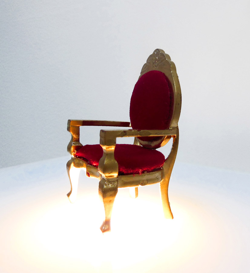 You are now watching the throne  , 2012.   Trône miniature, socle rétro-éclairé \ Miniature throne on a pilar lit from below.   8,5 x 5 x 4,5 cm