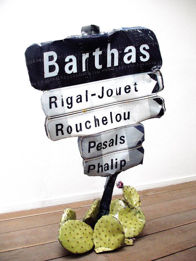 CYRIL HATT   Barthas, 2012. Tirages argentiques 10 x 15 cm et agrafes  \ 10 x 15 cm silver prints and staples. 126 x 75 x 40 cm