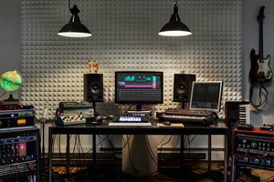 Work On Your Sound, In Your Studio, On Your Schedule. - With convenient booking, it's easy to find a time that works for you both. No back-and-forth with emails trying to schedule. In session, you each can share screens and sound also eliminating the need for slow session uploads. Just book, schedule and share!