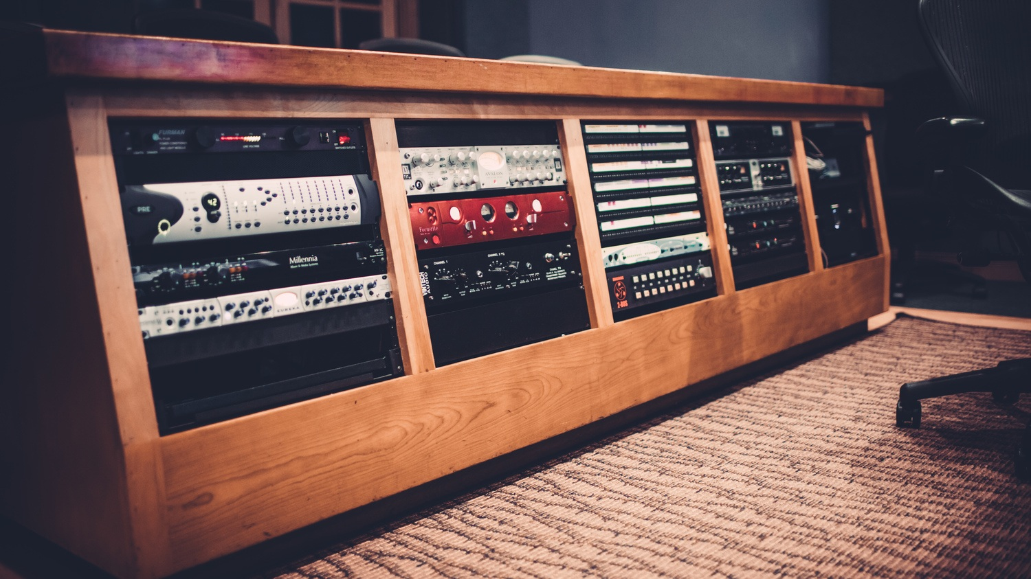 Produce In World-Class Studios - Pyramind's facilities include multiple production suites and multi-workstation labs, all equipped with the latest gear. You'll be working with industry-standard software in great-sounding rooms so you'll really know how well your latest mix will translate to the club. There's no experience like hearing your music through expertly tuned monitors in a professional studio!