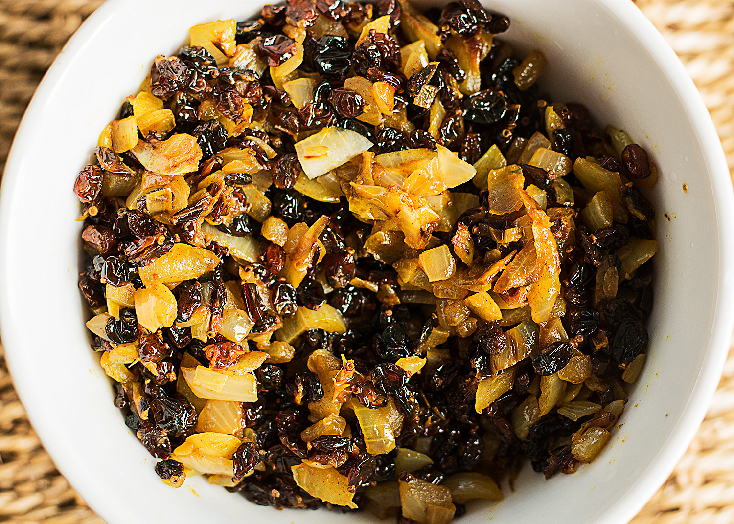 Fried onion, spices and dried barberries