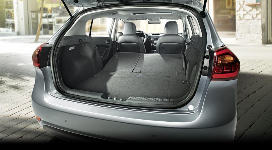 01-Kia-Cerato-5door-Interior-luggage-room.jpg