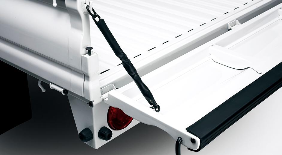 kia-k2500-k2700-k4000g-exterior-covered-rear-gate-chain.jpg