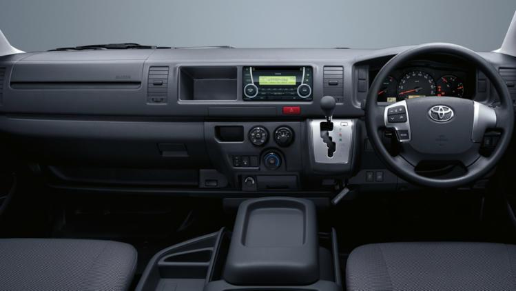 15gpv-hiace-interior-749x422.jpg