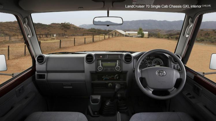 175oi-interior-cab-chassis-gxl-dash-colour-749x422.jpg