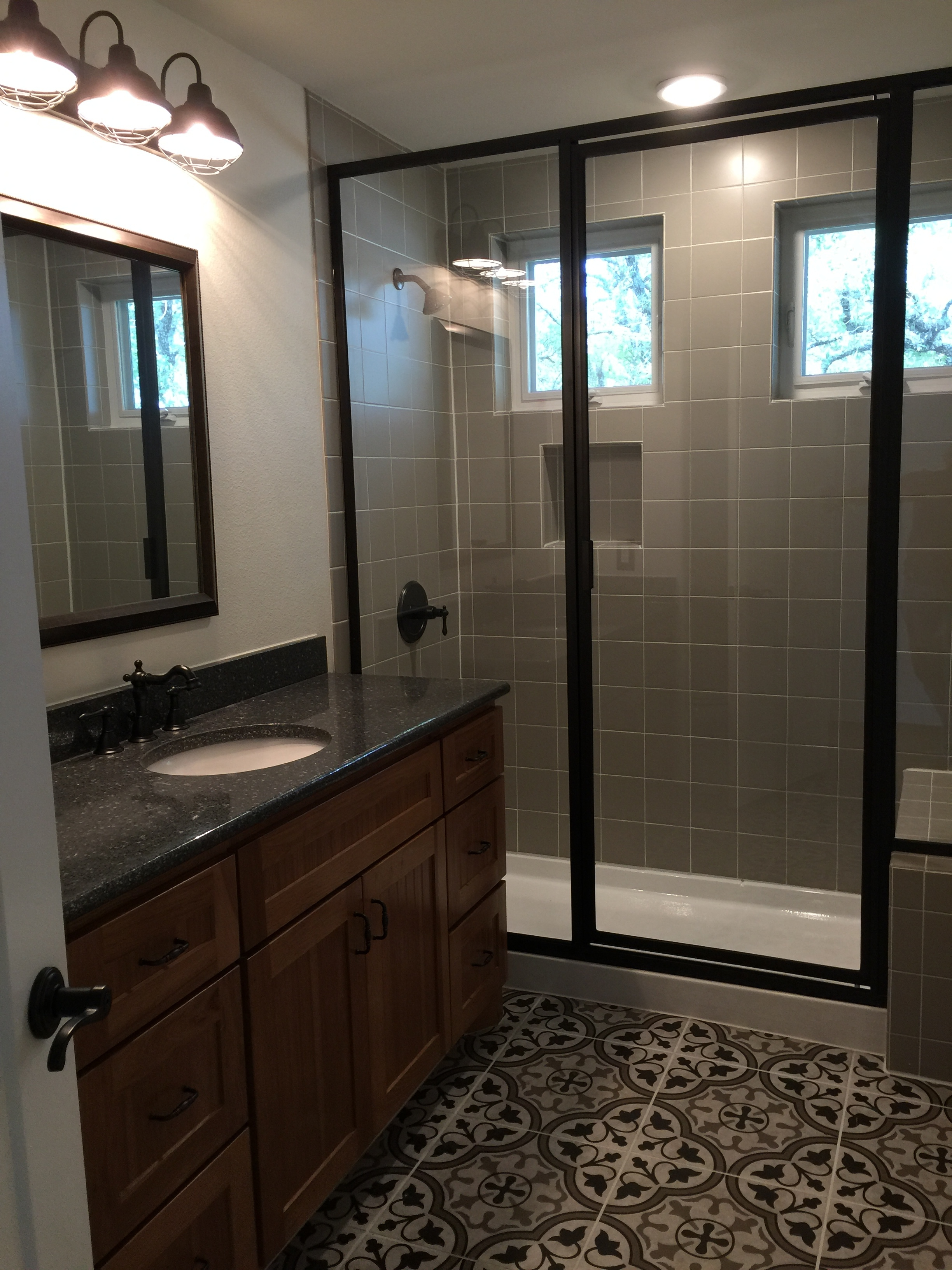 910 PLL - Finished Hall bath 2.JPG