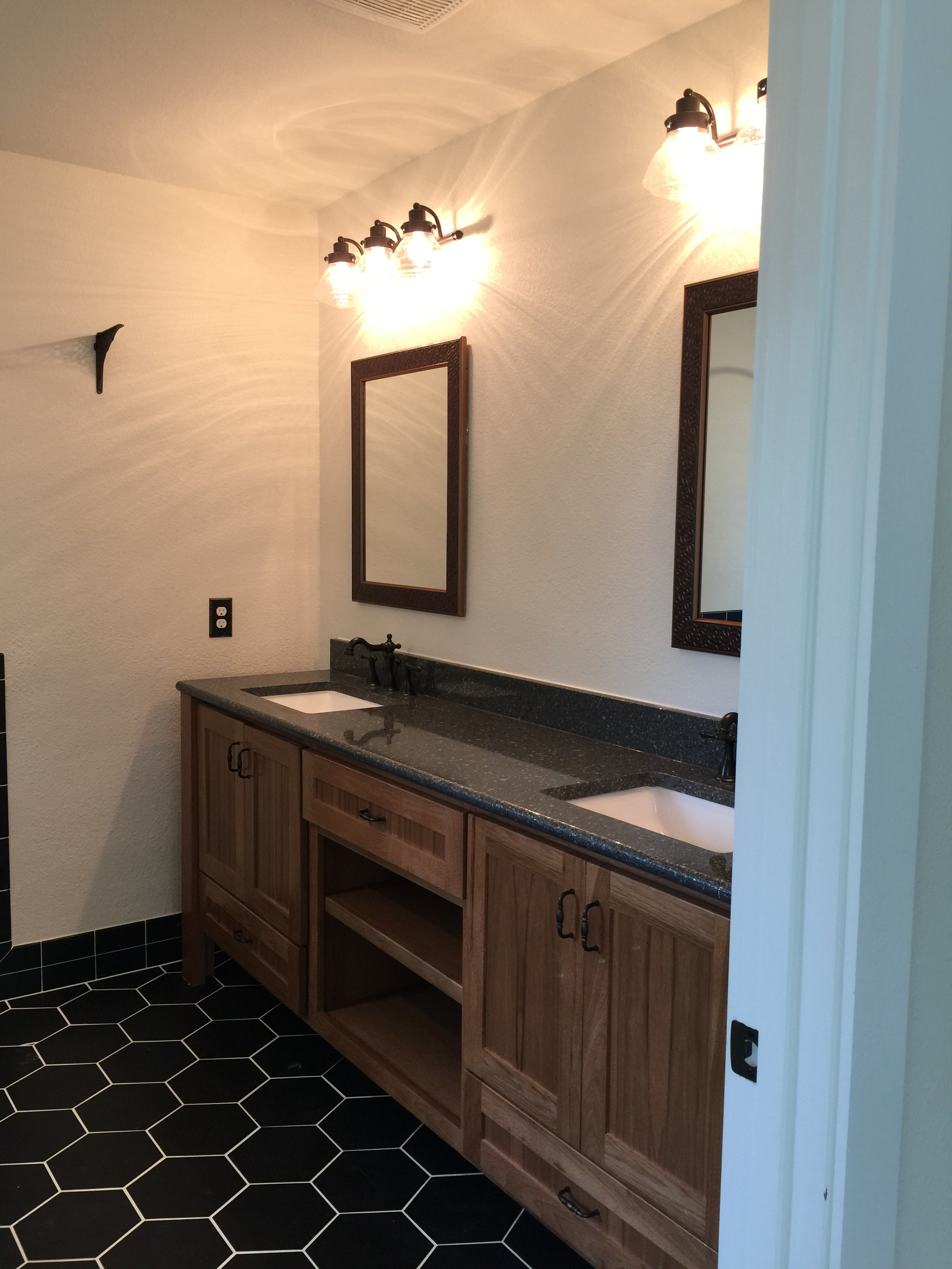 910 PLL - Finished Master Bath, mirrors and lights.JPG