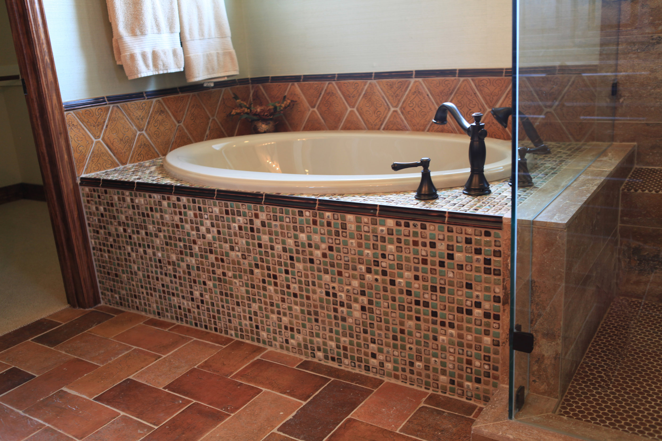Waterside_Drive - MBR BATH tub detail.JPG