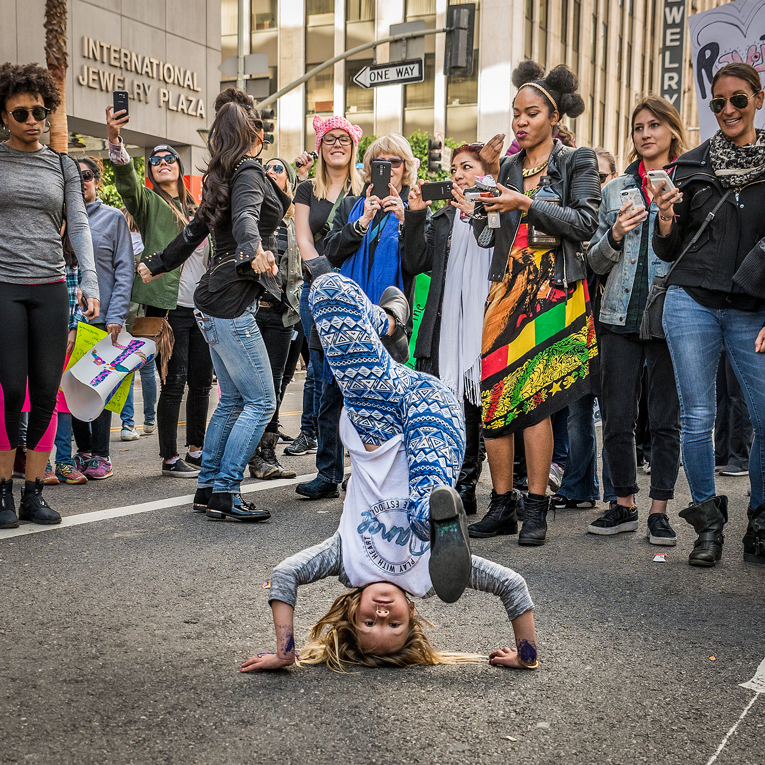 (2017)Los Angeles' route started at Pershing Square, went to City Hall and back again. While 750,000 were slowly making their way from Pershing Square, some were having a dance party.