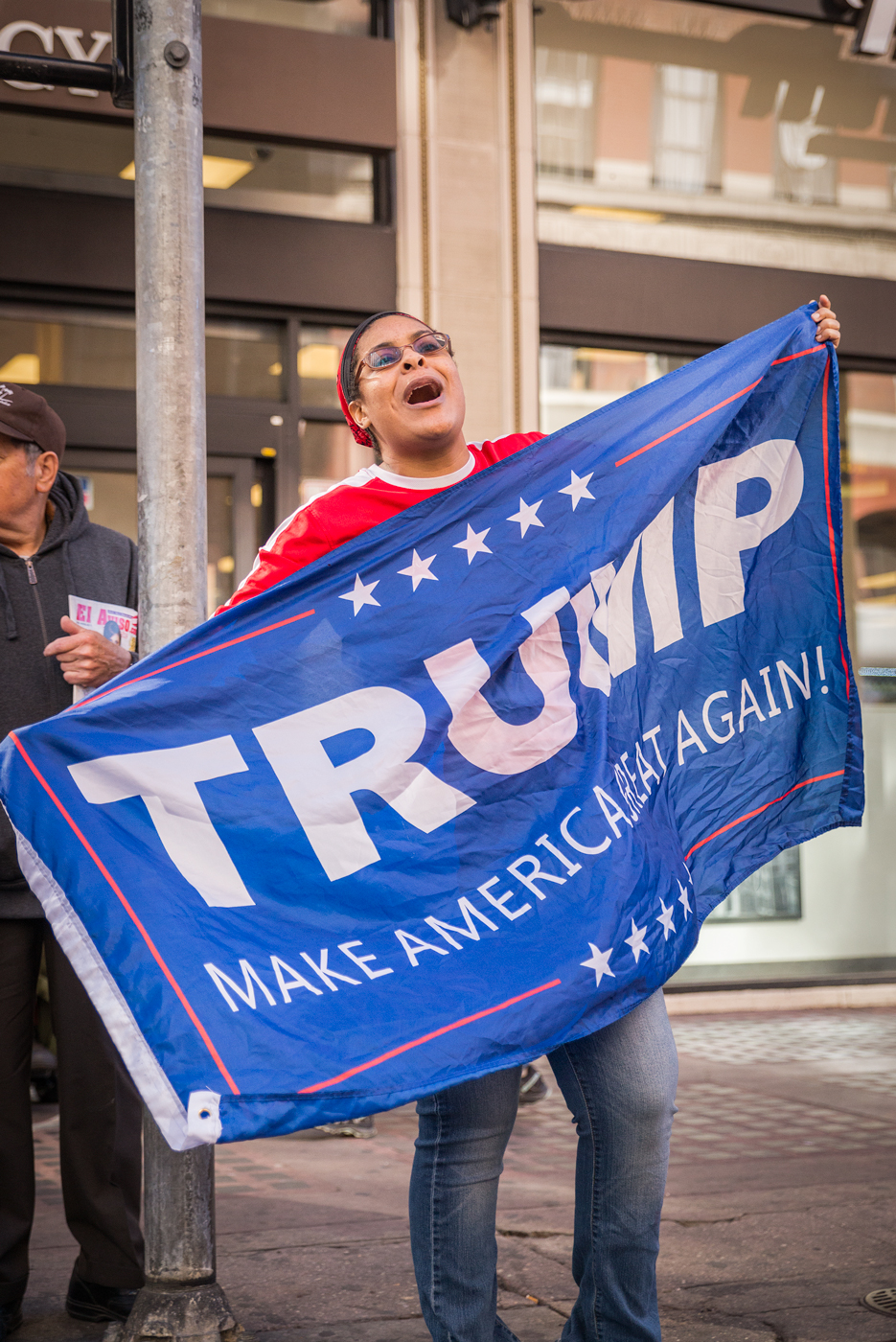"""(2018) Few Trump supporters show up to protest or try to change minds, but those who do are fully committed to their cause. Conservative conspiracy-theory channel """"InfoWars"""" was in the crowd interviewing marchers."""