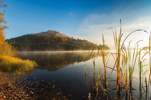 Beautiful fall morning in Connecterra. #connecterra #visitmaasmechelen #nationalpark #nationaalparkdehogekempen #visitlimburg #sunrise #travel #travelphotography #hiking #canon #nisifilters