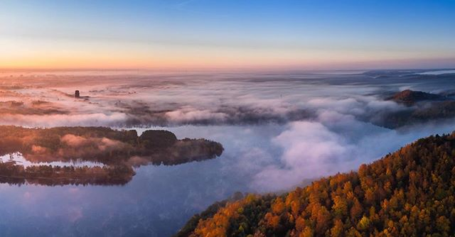 The town of Maasmechelen silently waking up under a blanket of clouds.#sunrise #hiking #travelphotography #visitmaasmechelen #visitlimburg #limburg #maasmechelen #connecterra #nationaalparkhogekempen #drone #dronephotography #nature #panorama