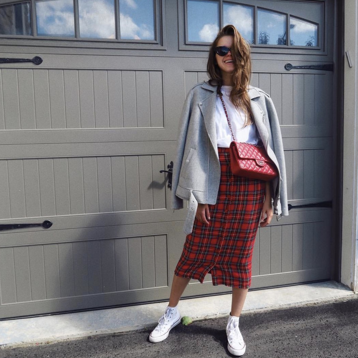 Tshirt: TopShop  HERE | Skirt: Vintage, similar  HERE | Jacket: Theory, similar  HERE |Shoes: Converse  HERE | Sunglasses: Vintage, similar  HERE