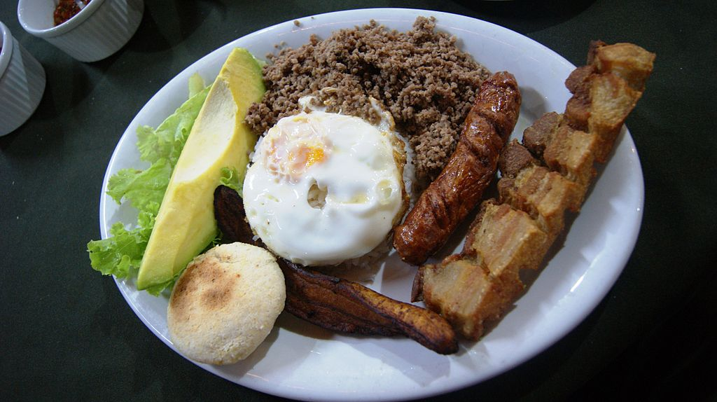 A delicious  bandeja paisa  in Medellin, Colombia. Source: Dtarazona, available  here .
