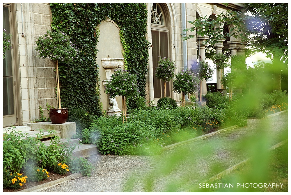 Sebastian_Photography_Senior_Pictures_CT_Garden_Mansion.jpg