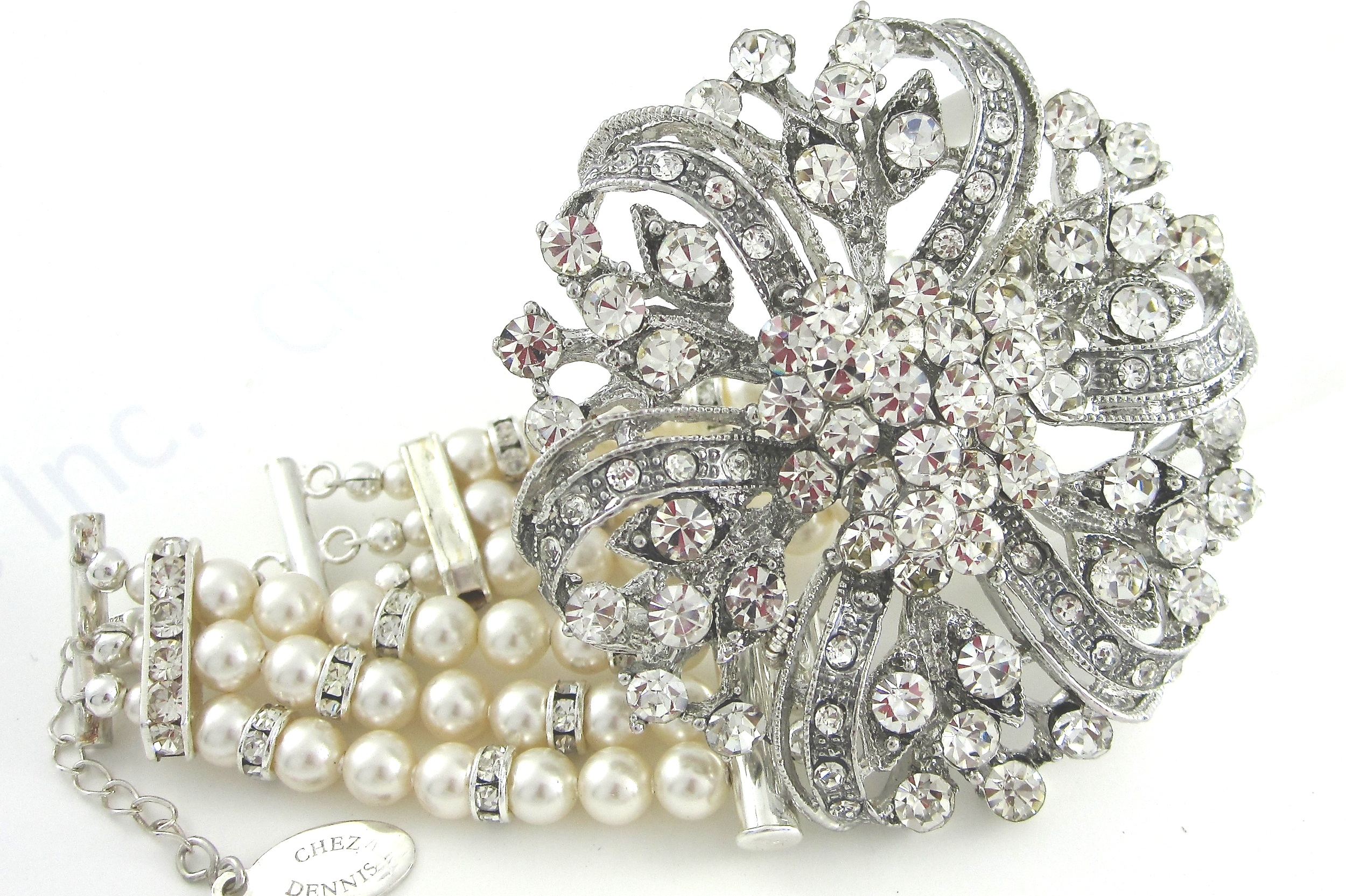 Vintage centerpiece pearl and silver bracelet
