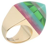 """18 karat gold ring with laminated bakelite """"sugarloaf""""."""