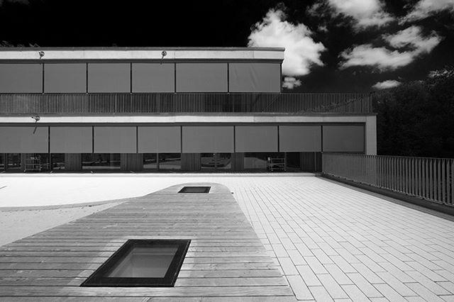 #architektur #architekturfotografie #kita #esslingen #fotografiestuttgart #fotografie #schwarzweiß #schwarzweißfotografie  #architecture #architecturephotography #blackandwhite #blackandwhitephotography