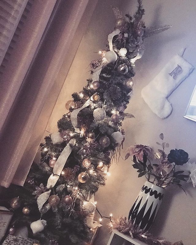 Thinking about leaving my tree up all year long!! 🤔 I'm no interior decorator but finding innovative ways to decorate my apartment on a budget excites me!! It's #tiptuesday on  @rateddher IG page so I'll be sharing how I made this tree work in my small space on a budget. . . .  #rateddher #christmas2018 #blackgirlmagic #homedecor #girlpower #christmasdecor #chrismastree #lifestyleblogger #blogger #blackgirlswhoblog