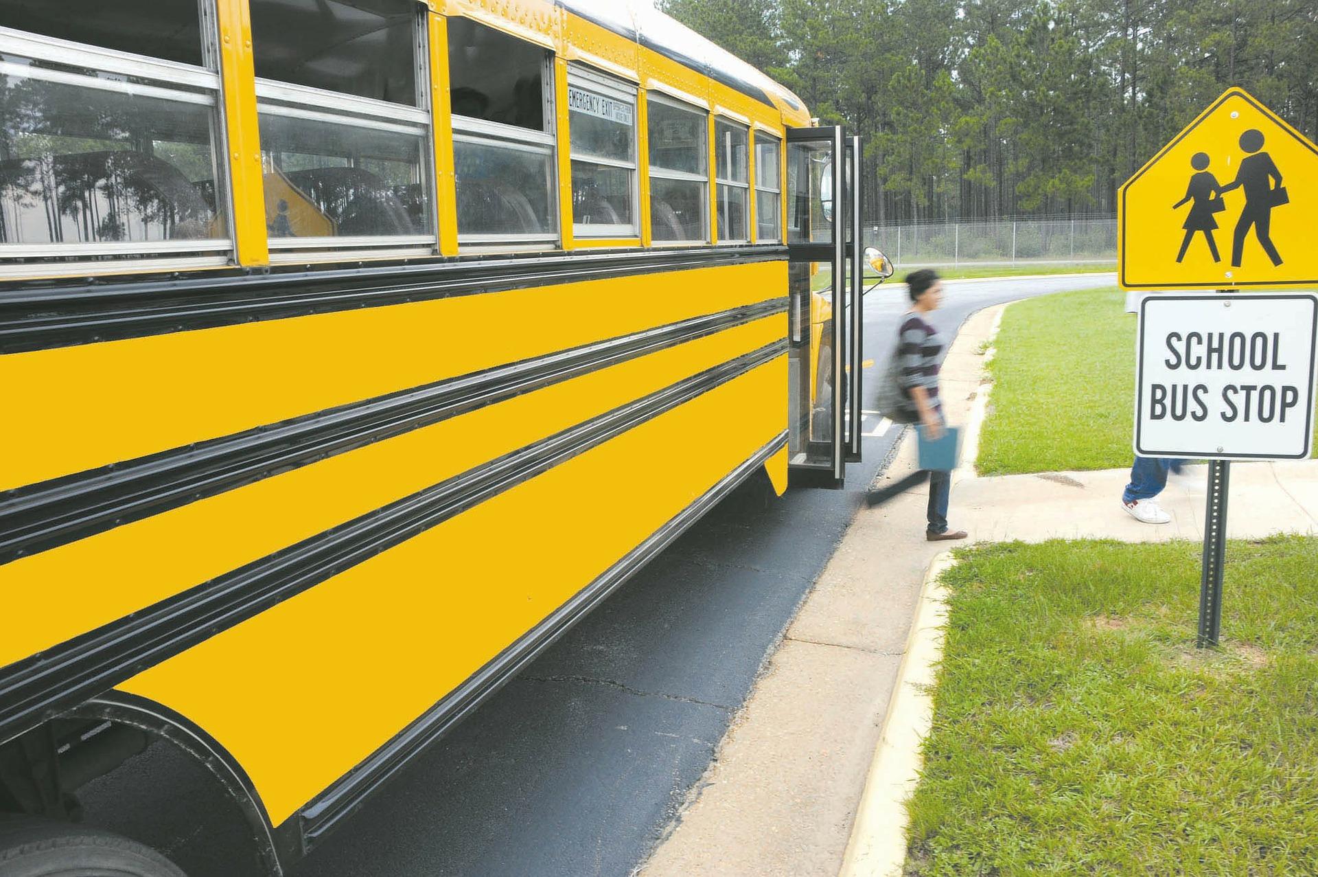 schoolbus-81717_1920.jpg
