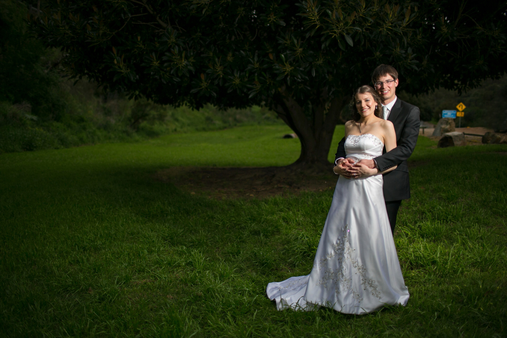 bride and groom in adelaide hills