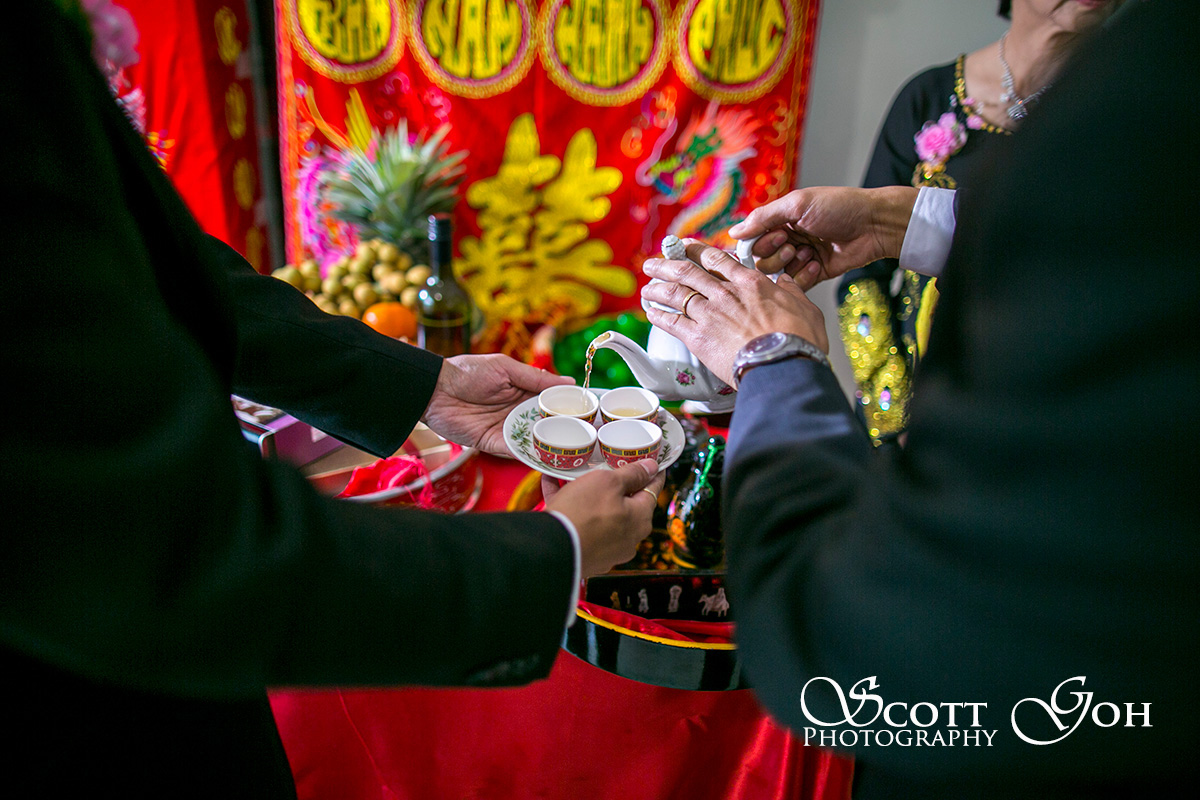pouring tea wedding