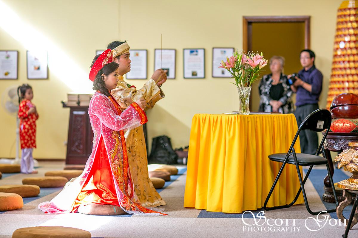 praying Asian Wedding Photographer