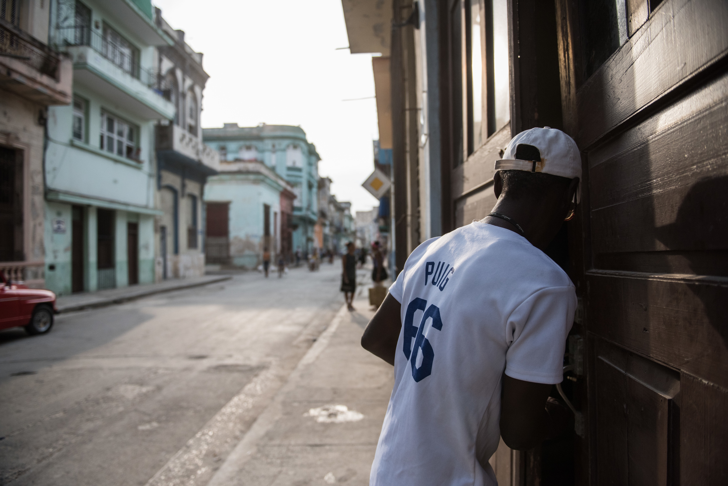 Tony ends his busy day by working as a security guard at a fencing school located close to Havana's Central Park. This allows him to quickly get to his job after an eventful day in Havana.
