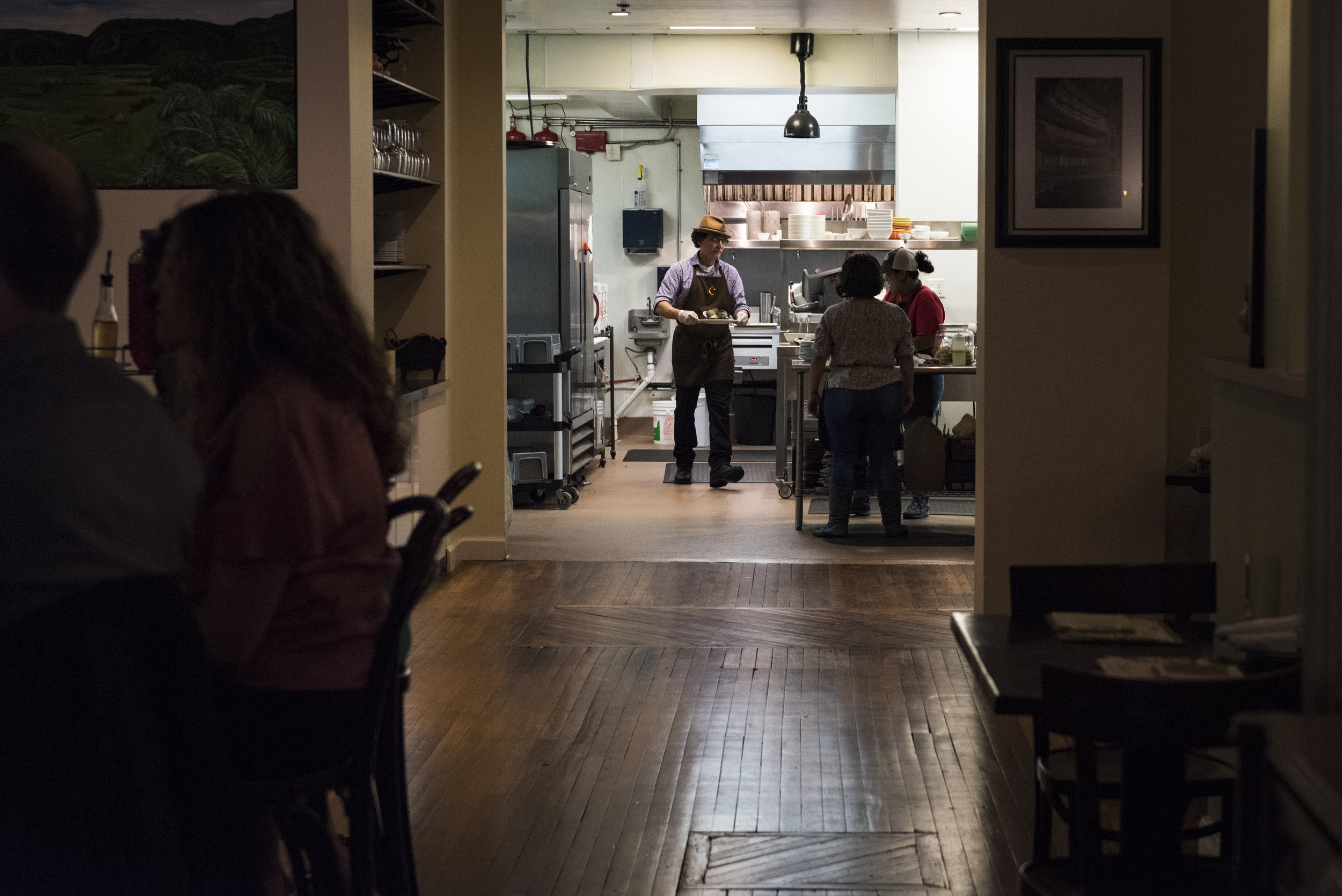 Roberto Copa Matos designed the interior of his restaurant and one of his main priorities was to have an open kitchen concept. The idea is that guests can always see what's going on inside the kitchen.