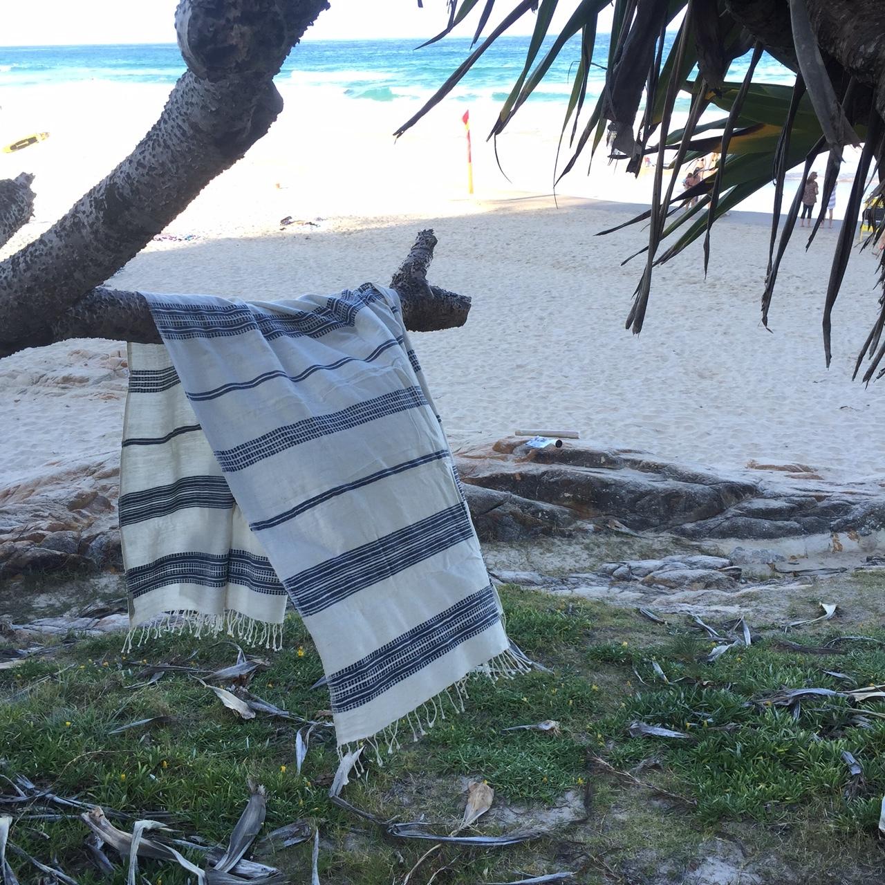 navy cream towel in tree at coolum.JPG