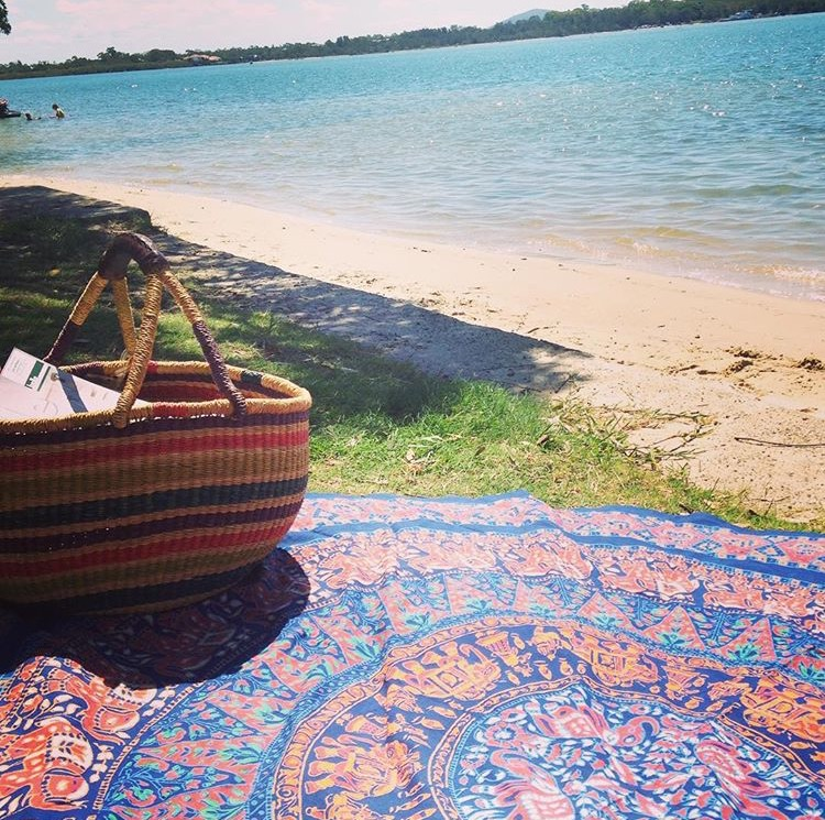 Our lovely customer @lauranhofman picnicking by the sea