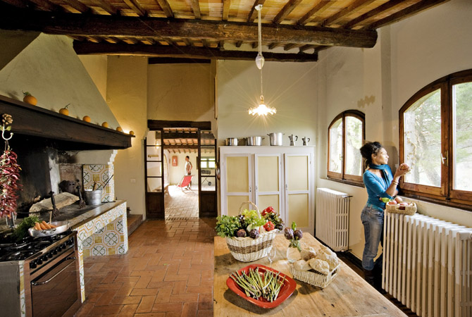 villa kitchen.jpg
